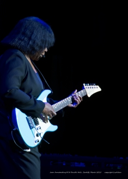 Joan Armatrading - St Davids Hall - March 2015 - 5 - _0086l